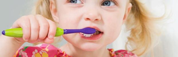 уход за детскими зубами фото
