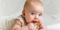 Как помочь малышу при прорезывании зубов